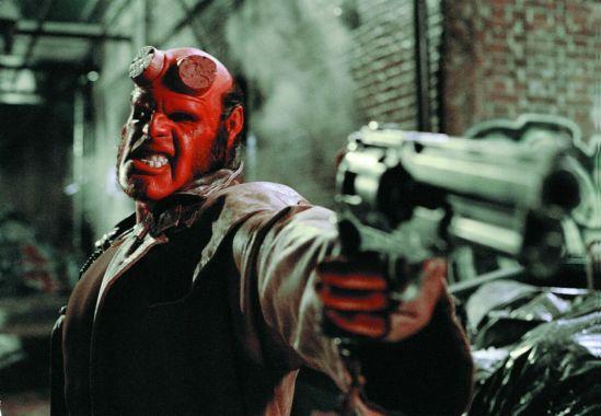 film_hellboy6_pistole061511
