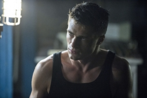 "Video: New Clip From Episode 2.11 of ""Arrow"""